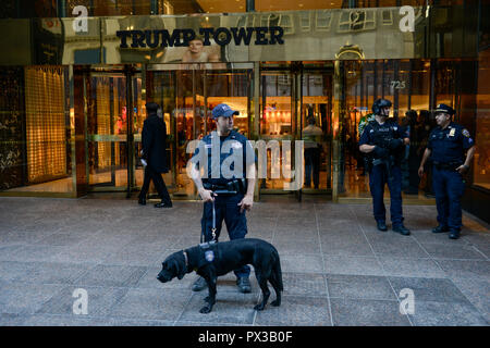 USA, New York City, Trump Tower with police and porter at 5th Avenue - Stock Photo