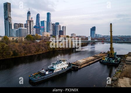 Moscow, Russia. 19th Oct, 2018. MOSCOW, RUSSIA - OCTOBER 19, 2018: A view of towers of the Moscow International Business Centre. Sergei Bobylev/TASS Credit: ITAR-TASS News Agency/Alamy Live News - Stock Photo