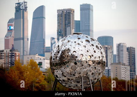 Moscow, Russia. 19th Oct, 2018. MOSCOW, RUSSIA - OCTOBER 19, 2018: A four-metre art installation of the moon decorated with mirror mosaic tiles appears by the Moskva River near the the Serdtse Stolitsy [Heart of the Capital] residential complex. Pictured in the back are towers of the Moscow International Business Centre. Sergei Bobylev/TASS Credit: ITAR-TASS News Agency/Alamy Live News - Stock Photo