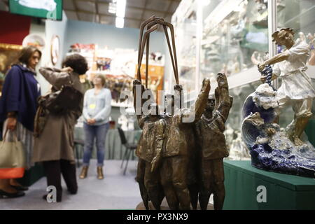 Moscow, Russia. 19th Oct, 2018. MOSCOW, RUSSIA - OCTOBER 19, 2018: Sculptures at the 44th Russian Antique Salon at Moscow's Central House of Artist. Artyom Geodakyan/TASS Credit: ITAR-TASS News Agency/Alamy Live News - Stock Photo