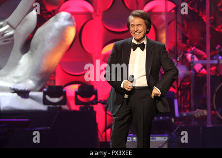 Miami, FL, USA. 18th Oct, 2018. Raphael at the 6th Anniversary Induction Gala for La Musa Awards at The James L. Knight Center in Miami, Florida on October 18, 2018. Credit: Majo Grossi/Media Punch/Alamy Live News - Stock Photo