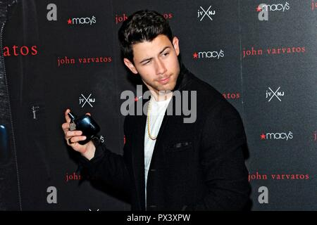 New York, USA. 19th October 2018. NEW YORK, NY - OCTOBER 19: Singer Nick Jonas attends the launch of the 'JVxNJ' fragrance at Macy's Herald Square on October 19, 2018 in New York City. Credit: Ron Adar/Alamy Live News - Stock Photo