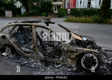 GERMANY, Hamburg, G-20 summit, riots, radicals have burned cars on the streets  / DEUTSCHLAND, Hamburg, G20 Gipfel in Hamburg, Randale, abgebrannte Autos - Stock Photo