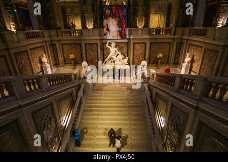Interior, stairs and statue in Main hall of the Kunsthistorisches Museum (Museum of Art History). It was open in 1891. Vienna Austria, Europe - Stock Photo