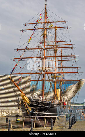 RSS DISCOVERY SHIP AT BERTH OUTSIDE THE V A DESIGN MUSEUM DUNDEE SCOTLAND - Stock Photo