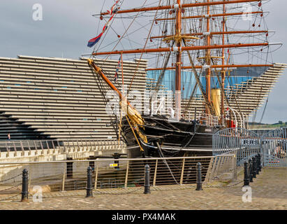 RSS DISCOVERY SHIP LYING AT BERTH OUTSIDE THE V A DESIGN MUSEUM DUNDEE SCOTLAND - Stock Photo