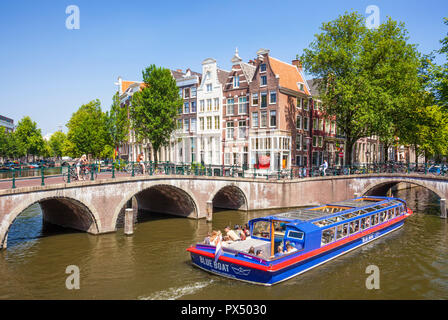 Amsterdam canal boat going under the bridges of Leidsegracht canal at the junction with Keizergracht canal Amsterdam Netherlands Holland EU Europe - Stock Photo