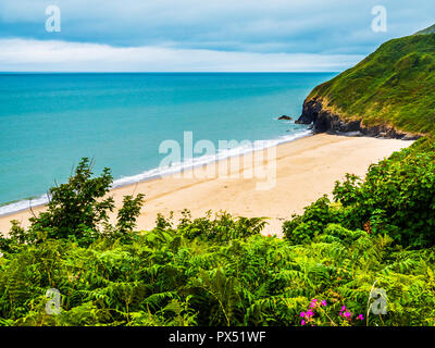 View from the coastal path over Traeth beach towards Penbryn on the Welsh coast in Ceredigion. - Stock Photo