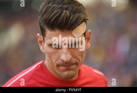 Stuttgart, Germany. 20th Oct, 2018. 20 October 2018, Germany, Stuttgart: Soccer: Bundesliga, VfB Stuttgart - Borussia Dortmund, 8th matchday in the Mercedes Benz-Arena. Stuttgart's Mario Gomez. Credit: Marijan Murat/dpa - IMPORTANT NOTICE: DFL an d DFB regulations prohibit any use of photographs as image sequences and/or quasi-video./dpa/Alamy Live News - Stock Photo