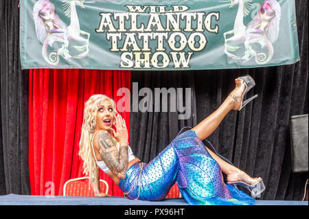 Skibbereen, West Cork, Ireland. 20th Oct, 2018. Pole Dancer Racheal Palmer from Galway, dressed as a mermaid, strikes a pose during the tattoo show. The show has been attended by many tattooists from across Ireland and the North. The event finishes tomorrow. Credit: Andy Gibson/Alamy Live News. - Stock Photo