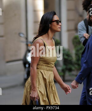 Milan, Rula Jebreal walking in the center of Rula Jebreal, the Palestinian journalist and writer of Israeli citizenship, naturalized and resident in Italy, amazed by the streets of the center. Here it is, dressed very elegantly, walking in via Montenapoleone. - Stock Photo