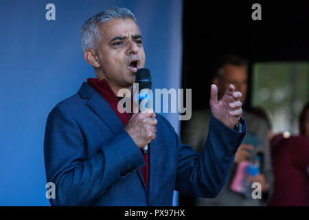 London, UK. 20th October, 2018. Sadiq Khan, Mayor of London, addresses hundreds of thousands of people, including many young people unable to vote in the Brexit referendum in 2016, attending a People's Vote March for the Future rally in Parliament Square to demand a vote on the final Brexit deal. Credit: Mark Kerrison/Alamy Live News - Stock Photo