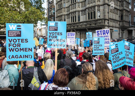 London, UK. 20th October, 2018. Supporters of the Women's Equality Party join hundreds of thousands of people taking part in the People's Vote March for the Future to demand a vote on the final Brexit deal. The People's Vote is a grassroots campaign supported by Open Britain, European Movement UK, Britain for Europe, Scientists for EU, Healthier In, Our Future Our Choice, For Our Future's Sake, Wales For Europe and InFacts. Credit: Mark Kerrison/Alamy Live News - Stock Photo