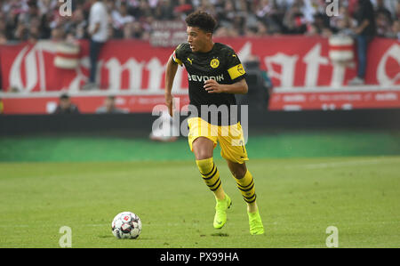 Stuttgart, Germany. 20th Oct, 2018. 20 October 2018, Germany, Stuttgart: Soccer: Bundesliga, VfB Stuttgart - Borussia Dortmund, 8th matchday in the Mercedes Benz-Arena. Dortmund's Jadon Sancho. Credit: Marijan Murat/dpa - IMPORTANT NOTICE: DFL an d DFB regulations prohibit any use of photographs as image sequences and/or quasi-video./dpa/Alamy Live News - Stock Photo