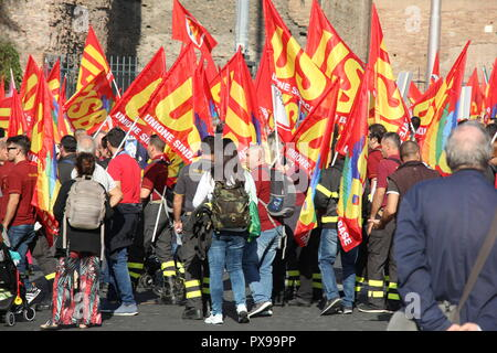 Rome, Italy. 20th Oct, 2018. Pro nationalisation of services, companies and infrastructure rally protest in Rome Italy Credit: Gari Wyn Williams/Alamy Live News - Stock Photo
