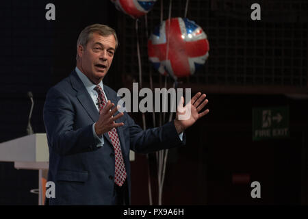 Harrogate, North Yorkshire, UK. 20 October 2018. Kate Hoey MP, Owen Paterson MP, and Nigel Farage MEP appear at a rally held in Harrogate and the Harrogate Convention Centre as part of the Leave Means Leave roadshow to talk about Brexit.  Nigel Farage on stage talking to the audience. - Stock Photo