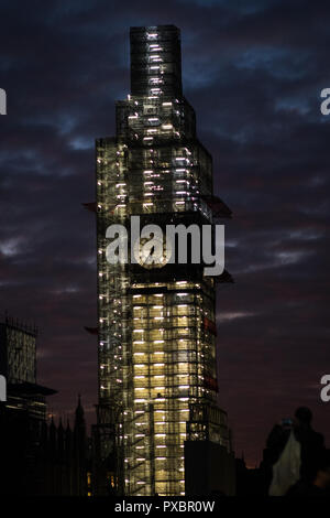 Southbank, London UK.  20th October 2018. UK Weather, beautiful skies over London during sunset. Big Ben. Credit: carol moir/Alamy Live News Stock Photo