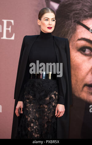 London, UK. 20th Oct, 2018. Rosamund Pike at A Private War Premiere at the BFI London Film Festival - The Mayor of London Gala on 20th October 2018 at Cineworld Leicester Square - London Credit: Tom Rose/Alamy Live News - Stock Photo
