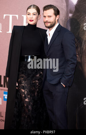 London, UK. 20th Oct, 2018. Rosamund Pike & Jamie Dornan at A Private War Premiere at the BFI London Film Festival - The Mayor of London Gala on 20th October 2018 at Cineworld Leicester Square - London Credit: Tom Rose/Alamy Live News - Stock Photo