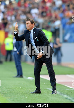 Rome, Italy. 20th Oct, 2018. Spal's coach Leonardo Semplici reacts during an Italian Serie A soccer match between AS Roma and Spal in Rome, Italy, Oct. 20, 2018. Spal won 2-0. Credit: Augusto Casasoli/Xinhua/Alamy Live News - Stock Photo