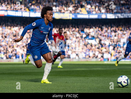 London, UK. 20th Oct, 2018. Willian of Chelsea during the Premier League match between Chelsea and Manchester United at Stamford Bridge, London, England on 20 October 2018. Photo by Liam McAvoy. Credit: UK Sports Pics Ltd/Alamy Live News - Stock Photo