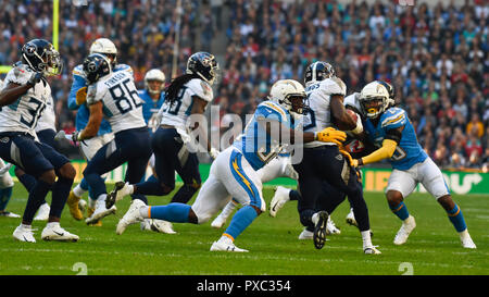 London, UK.  21 October 2018.  In play action. Tennessee Titans at Los Angeles Chargers NFL game at Wembley Stadium, the second of the NFL London 2018 games.  Credit: Stephen Chung / Alamy Live News