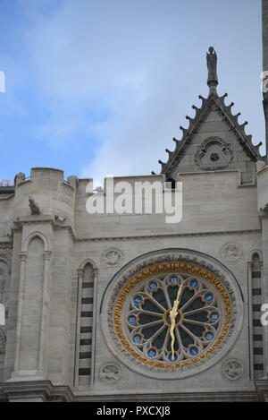 November 18, 2015 - Saint-Denis, France: A police sniper takes position on the roof of the Saint-Denis Basilica as French interior minister Bernard Cazeneuve visits the scene of a police raid in Saint-Denis, north of Paris.  Operation policiere du 18 novembre 2015 a Saint-Denis, ou ont ete reperes des terroristes lies aux attaques du 13 novembre. *** FRANCE OUT / NO SALES TO FRENCH MEDIA *** - Stock Photo