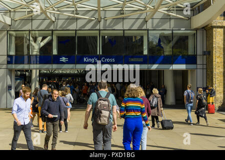 Commuters entering and leaving the main entrance to King's Cross station on a sunny Summer day, London, UK - Stock Photo