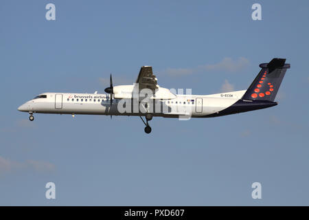 British flybe Bombardier Dash 8 Q400 in Brussels Airlines livery with registration G-ECOK on short final for runway 01 of Brussels Airport. - Stock Photo
