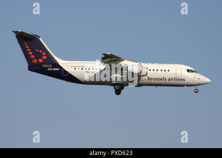 Belgian Brussels Airlines Avro RJ100 with registration OO-DWH on short final for runway 01 of Brussels Airport. - Stock Photo