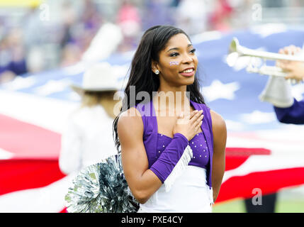 Waco, Texas, USA. 20th Oct, 2018. against the TCU Horned Frogs showgirl during the national anthem NCAA Football game between the Oklahoma Sooners and the TCU Horned Frogs at Amon G. Carter in Waco, Texas. Matthew Lynch/CSM/Alamy Live News - Stock Photo