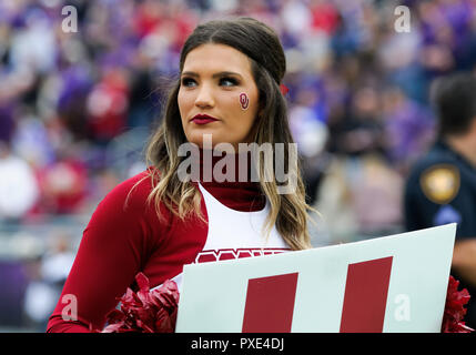 Waco, Texas, USA. 20th Oct, 2018. Oklahoma Sooners cheerleader during the 1st half of the NCAA Football game between the Oklahoma Sooners and the TCU Horned Frogs at Amon G. Carter in Waco, Texas. Matthew Lynch/CSM/Alamy Live News - Stock Photo
