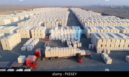 (181022) -- BEIJING, Oct. 22, 2018 (Xinhua) -- Workers load ginned cotton into a truck in Tiemenguan, northwest China's Xinjiang Uygur Autonomous Region, Nov. 30, 2017. About 106 thousand tons of ginned cotton would be transported to other province from here. China's road freight transport continued fast expansion in the first nine months of 2018, the Ministry of Transport said in a statement Oct. 20, 2018. From January to September, the amount of cargo carried on roads, which takes up the lion's share in China's total cargo transport, increased 7.5 percent year on year to 28.64 billion tonnes - Stock Photo