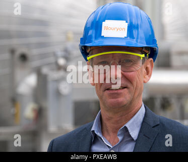 Bitterfeld Wolfen, Germany. 22nd Oct, 2018. Stefan Kauerauf, plant manager of the chemical company Nouryon, stands in front of a plant in the chemical park. The former AkzoNobel Specialty Chemicals now operates as an independent company under the name Nouryon. The division was taken over by the US Carlyle Group. In Bitterfeld, the company operates a chlor-alkali electrolysis plant. Credit: Hendrik Schmidt/dpa-Zentralbild/dpa - ACHTUNG: Nur zur redaktionellen Verwendung im Zusammenhang mit der Berichterstattung über Nouryon/dpa/Alamy Live News - Stock Photo