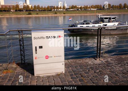 Germany, Cologne, charging station for ships in the Rheinau harbor.  Deutschland, Cologne, E-Tankstelle/Ladestation fuer Schiffe im Rheinauhafen. - Stock Photo