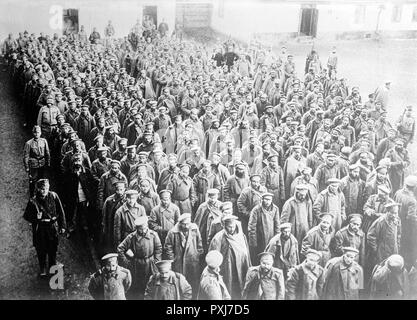 Russian prisoners in Przemysl, circa 1914 - 1915 Russian soldiers taken prisoner by the Austro-Hungarian army at Przemysl Fortress, Przemysl, Austro-Hungarian Empire, now in Poland during World War I - Stock Photo