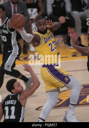 Los Angeles, California, USA. 22nd Oct, 2018. Los Angeles, Estados Unidos. 22nd Oct, 2018. LeBron James of the San Antonio Spurs in action during an NBA between Los Angeles Lakers and San Antonio Spurs, at the Staples Center, in Los Angeles, California, USA, 22 October 2018. Credit: JAVIER ROJAS/EFE/Alamy Live News - Stock Photo
