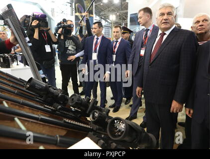 Moscow, Russia. 23rd Oct, 2018. MOSCOW, RUSSIA - OCTOBER 23, 2018: Russia's Interior Minister Vladimir Kolokoltsev (2nd R) visits the Interpolitex 2018 International Exhibition of Means of State Security Provision held at Moscow's VDNKh Exhibition Centre. Stanislav Krasilnikov/TASS Credit: ITAR-TASS News Agency/Alamy Live News - Stock Photo