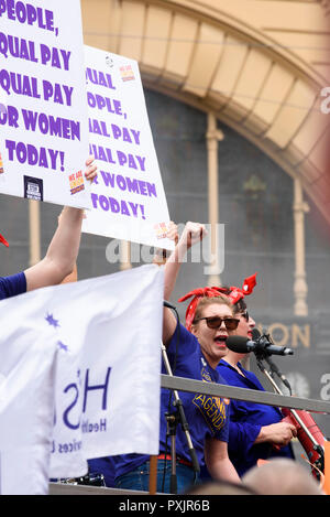 Melbourne, Australia, 23rd Oct, 2018. Representatives of a women's group demanding equal pay address the crowd at the workers union rally in central Melbourne. Women dressed as Rosie the Riveter demanding equal pay for female workers. Credit: Robyn Charnley/Alamy Live News. - Stock Photo