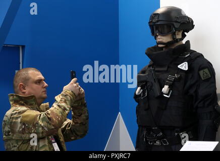Moscow, Russia. 23rd Oct, 2018. MOSCOW, RUSSIA - OCTOBER 23, 2018: Body armour gear on the CLASS R&D company stand at the Interpolitex 2018 International Exhibition of Means of State Security Provision held at Moscow's VDNKh Exhibition Centre. Stanislav Krasilnikov/TASS Credit: ITAR-TASS News Agency/Alamy Live News - Stock Photo