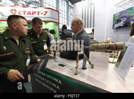 Moscow, Russia. 23rd Oct, 2018. MOSCOW, RUSSIA - OCTOBER 23, 2018: A Dedal DHF 1-7x24 daytime scope at the Interpolitex 2018 International Exhibition of Means of State Security Provision held at Moscow's VDNKh Exhibition Centre. Stanislav Krasilnikov/TASS Credit: ITAR-TASS News Agency/Alamy Live News - Stock Photo