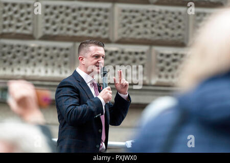 London, UK. 23rd Oct 2018. Tommy Robinson addressed his supporters outside the court before his hearing.  The right-wing leader, whose real name is Stephen Yaxley-Lennon, was released in August on appeal, pending a rehearing at the Old Bailey over alleged contempt of court in Leeds. Pro and anti Tommy Robinson demonstrators gathered outside the Old Bailey, while Yaxley-Lennon, aka Robinson spoke. Credit: SOPA Images Limited/Alamy Live News - Stock Photo