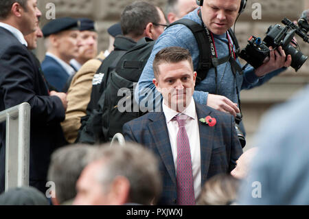 London, UK. 23rd Oct 2018. Tommy Robinson leaving the stage after giving a speech.  The right-wing leader, whose real name is Stephen Yaxley-Lennon, was released in August on appeal, pending a rehearing at the Old Bailey over alleged contempt of court in Leeds. Pro and anti Tommy Robinson demonstrators gathered outside the Old Bailey, while Yaxley-Lennon, aka Robinson spoke. Credit: SOPA Images Limited/Alamy Live News - Stock Photo