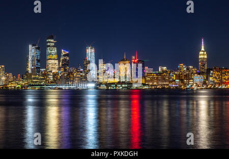 New York, USA, 21 October 2018.  The lights of Manhattan's skyline are reflected on the Hudson river in this photo taken at night from New Jersey. Pho - Stock Photo