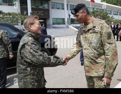 YONGSAN, Republic of Korea -- Commander of the Combined Forces Command Gen. Vincent K. Brooks greets newly elected Republic of Korea President Moon, Jae-in during his first official visit at U.S. Army Garrison Yongsan, Republic of Korea, June 13, 2017. The president's visit underscores the continued support of the Korean people to our Alliance and lasting friendship between the two nations. - Stock Photo