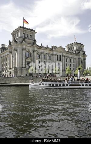 Deutschland, Berlin, Europa, Hauptstadt, Stadt, Sehenswuerdigkeit, Reichstagsgebaeude, Nationalflaggen, Regierungsgebaeude, Reichstag, Regierungssitz, - Stock Photo