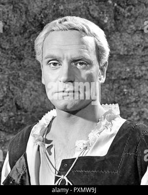 LAURENCE OLIVIER (1907-1989) English actor as Hamlet in the 1948 Rank film - Stock Photo