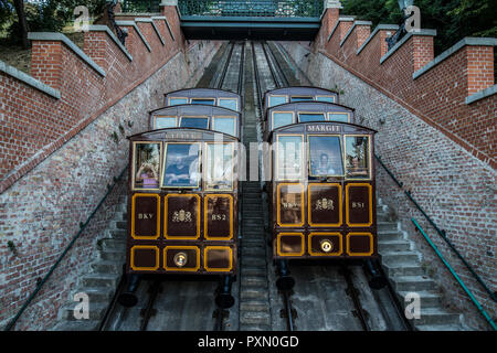 HUNGARY, BUDAPEST. The historic cable car to the Buda castle is a major tourist attraction, - Stock Photo