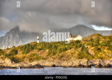 Norwegen, Lofoten, Moskenes, Hafen, Morgenrot, Nordland, Bodø, Moskenesøya, Insel, Mole, Leuchtturm, Leuchtfeuer, Dorf. Küste, Gipfel, Berge - Stock Photo