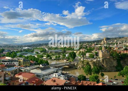 Tbilisi and the Mtkvari river. On the right the Holy Trinity Cathedral (Tsminda Sameba) and the Metekhi Church of Assumption. Tbilisi. Georgia, Caucasus - Stock Photo
